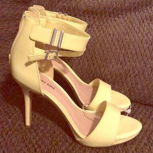 Gianni Bini Bright yellow size9 heels